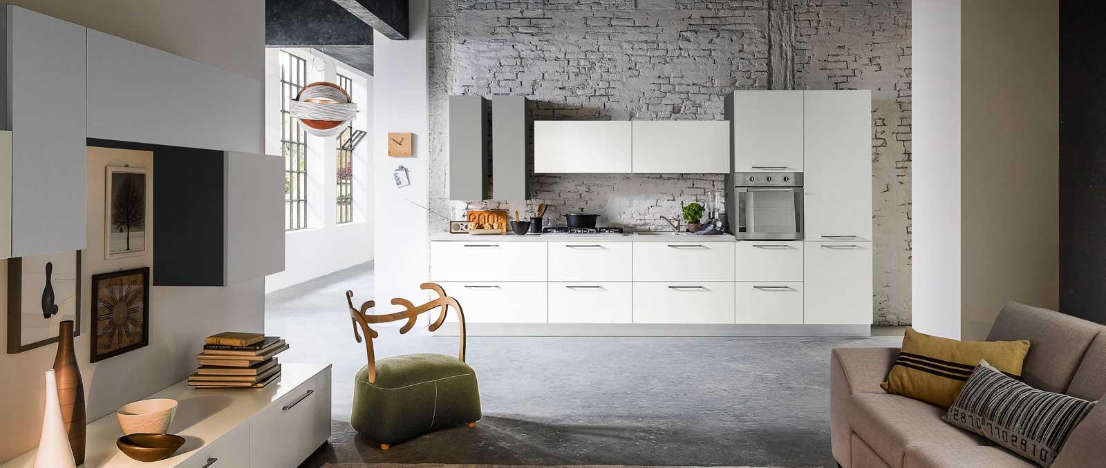 Graphique avec ses lignes structurées d'inspiration nordique, cette cuisine s'intègre parfaitement en open-space. Façades mélaminé laqué pore ouvert.