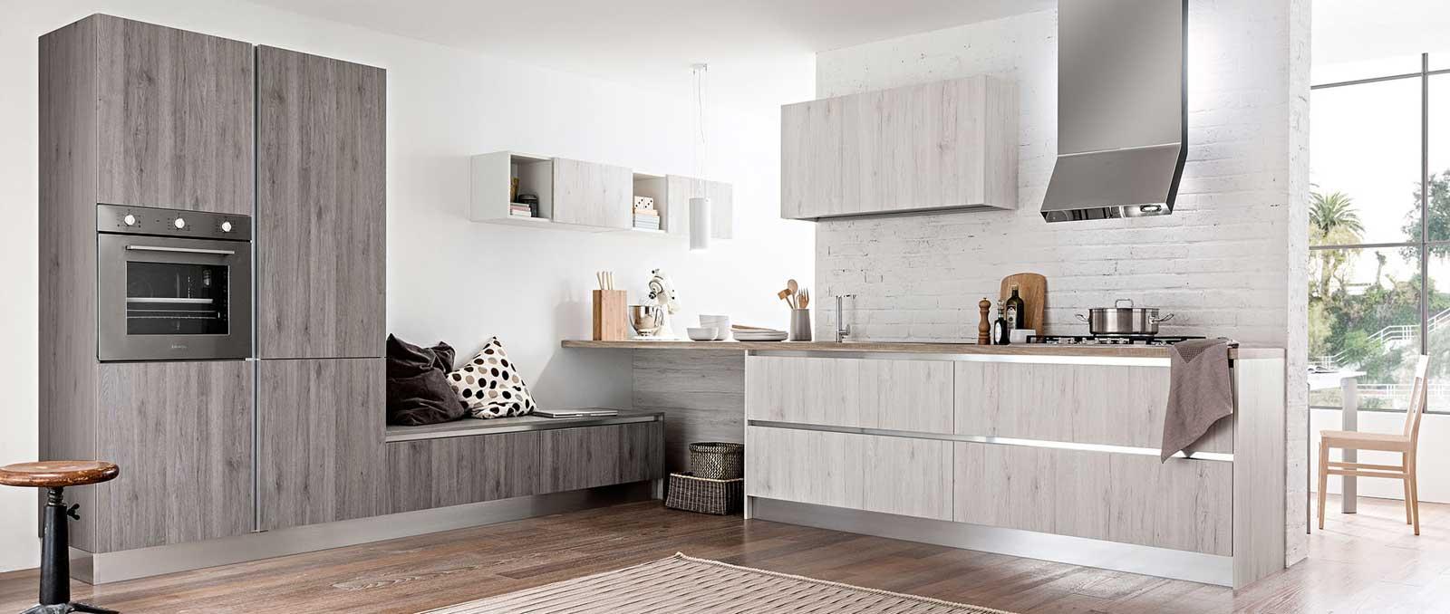 Cuisine contemporaine, intemporelle et chic, avec ses meubles suspendus et épuré. Quand votre cuisine devient l'âme de votre maison.