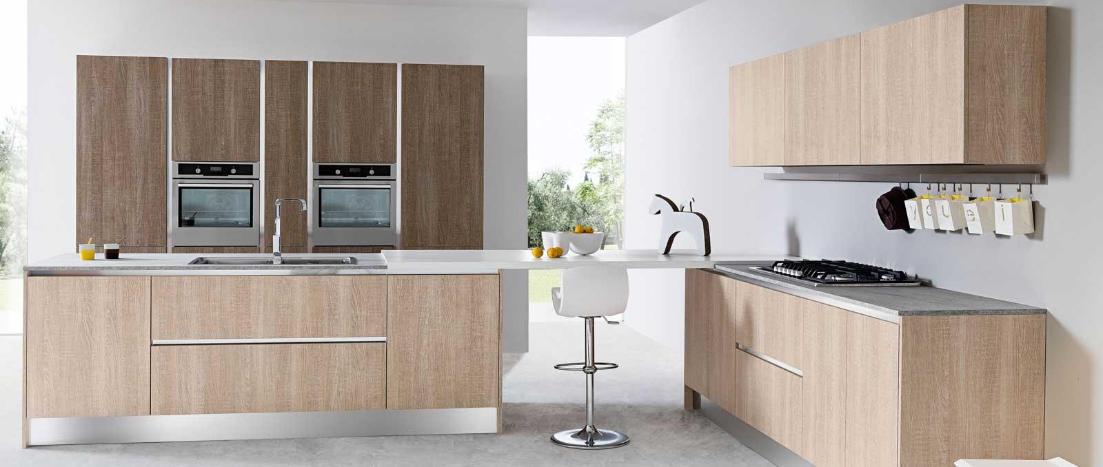 Le coté épurée des lignes droites associé à des portes effets bois structurés exprime parfaitement la tendance actuelle de la cuisine du 21 ème siècle.