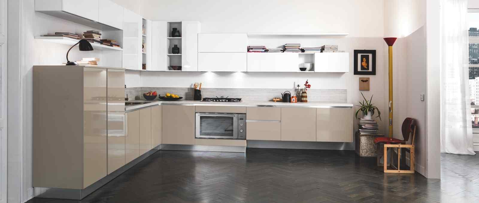 De style moderne à la française cette cuisine incarne l'élégance et l'ergonomie.