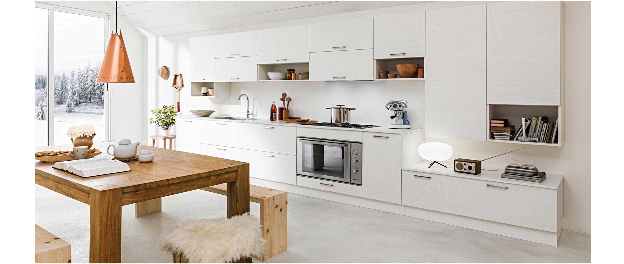 De style et d'inspiration nordique cette cuisine en mélèze blanchis s'adapte à tous les âges et modes de vies.