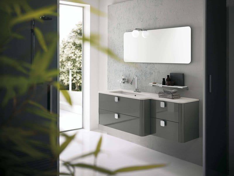 Salle de bain au design contemporain.