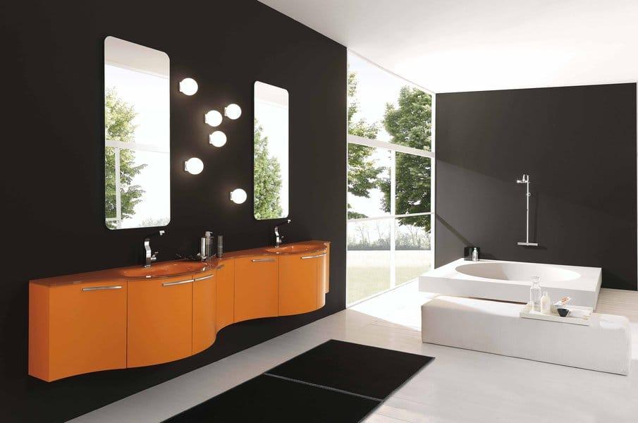 Salle de bain simple aux formes harmonieuses.