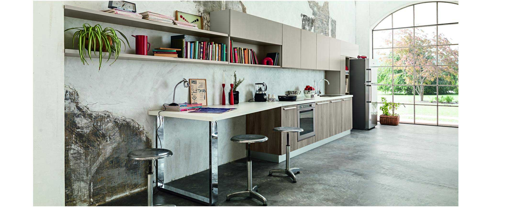 Lignes simples et épurées, style atelier, la cuisine où il fait bon cuisiner, manger et se détendre. Façades effet bois.