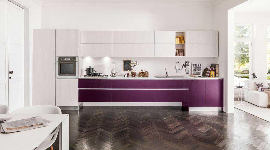 Cuisine unique pour des gens uniques et amoureux de la couleur. En open-space, l'élément décoratif et design sera la cuisine. Quand votre cuisine devient galerie d'art!